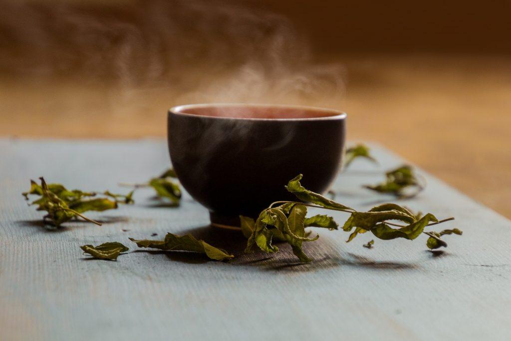リラックス効果抜群のほうじ茶は女性の味方!暑い夏こそほうじ茶を飲もう!