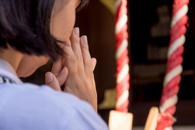 婦人病の祈願のため、下着を奉納する習わしがある淡嶋神社。