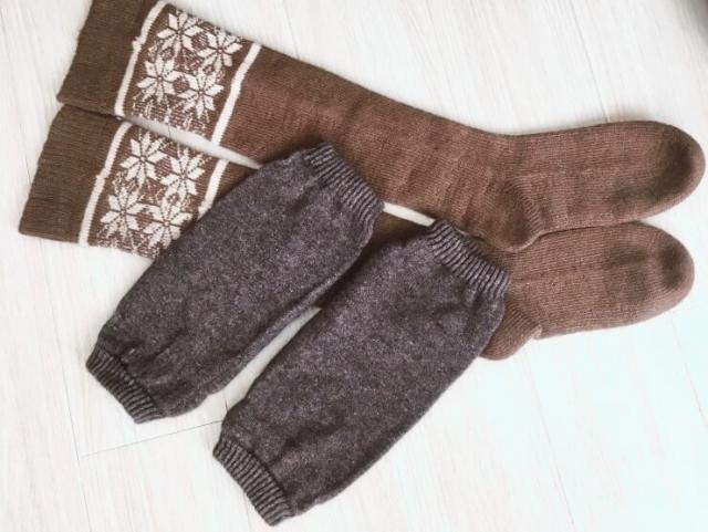 冷え対策には、あったか素材のレッグウォーマーや靴下がおすすめです。
