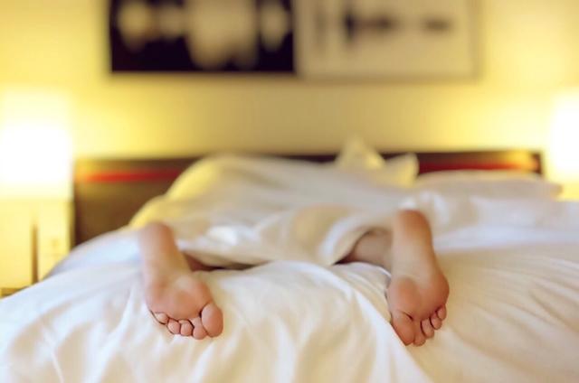 高熱が出ると、寝ていると思っていたのに突然起き上がって動きまわることも。注意が必要です。