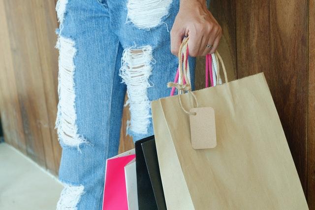 下着を買い替えるなら、11月の末から年末にかけて行われるセールを活用するとお得です。