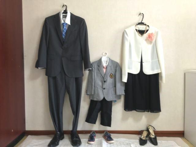 卒園・卒業式に出席するママの服装は、上のセミフォーマルのドレスコードをふまえた上で、上品できちんとした印象に見えるものがおすすめです。