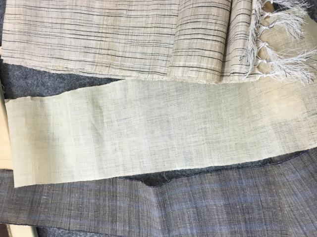平安時代の生理用品では、麻布やクズの繊維でできた葛布という布の端切れなどを吸収体として使用していたようです。
