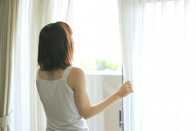 朝、日光を浴びることで体内時計がリセットされ、質の良い睡眠が得られるようになります。