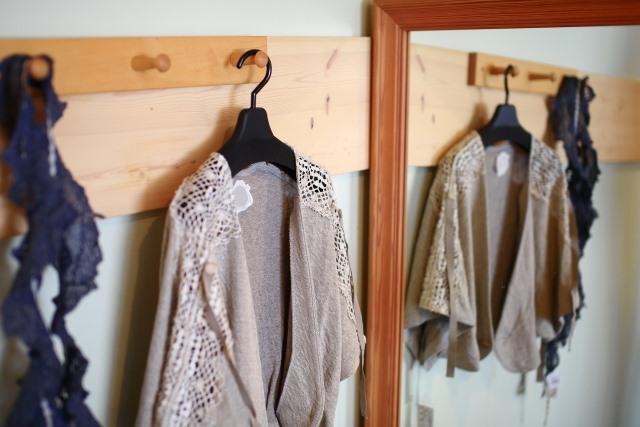 メリハリのある生活をするためにも、パジャマから人前に出ても恥ずかしくない服装に着替えるように心掛けてみましょう。