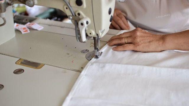 コロナウイルスの影響で、高度な技術を持った国内の縫製工場の存続が危ぶまれています。
