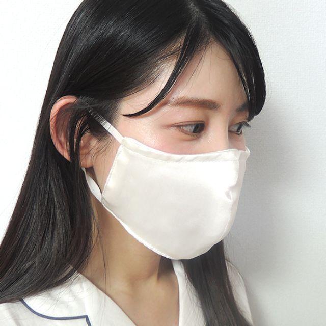 マスクとゴムの接合部をよく見ると、ゴムが表面で縫い留められていなくて、きちんと中に縫い込まれている丁寧な作りになっています。