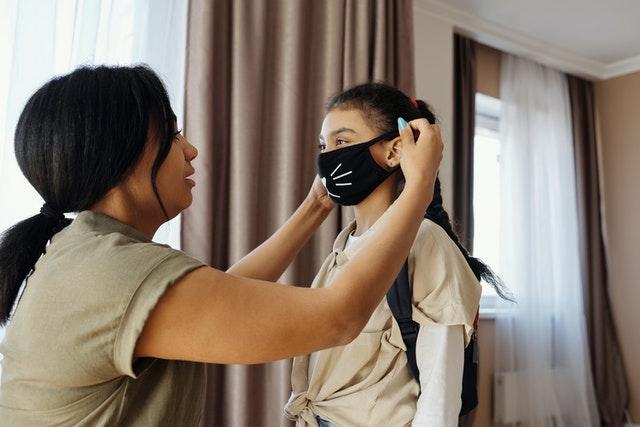 布マスクを手作りする場合は、布面積や紐の長さなどのサイズをよく確認しましょう。