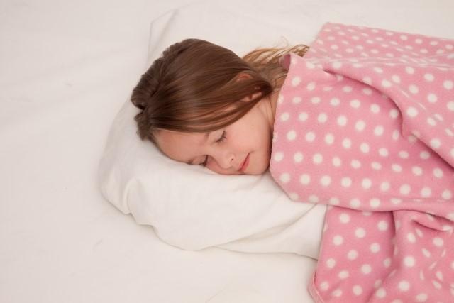 体が冷えてしまっている場合は、日中も体温が上がらないので、夜の熱の放出が行われにくく、「眠る準備」ができないために寝つきが悪くなってしまいます。