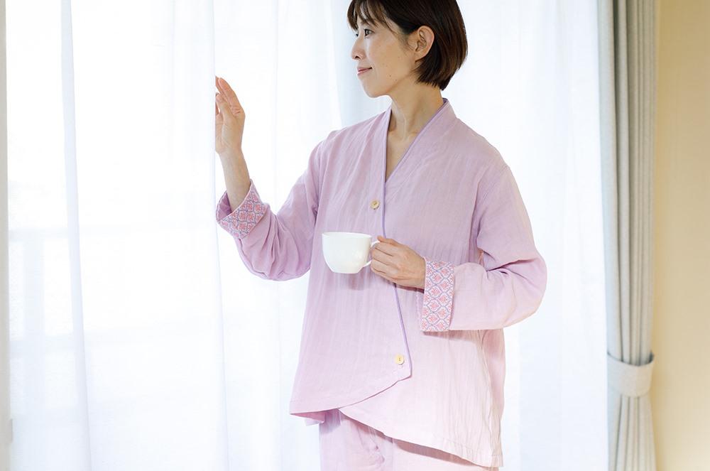 9月から、大阪 堺の伝統技術である「和晒」技法を用いて作られた「角野和晒」さんのパジャマの販売をスタートしました。